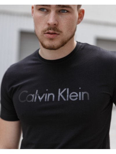 Купить Мужская трикотажная футболка Calvin Klein чёрного цвета