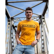 Мужская трикотажная футболка 2025 Tommy Hilfiger  горчичного цвета